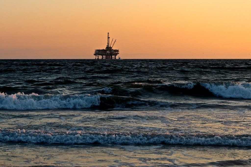 oil rig in middle of gulf
